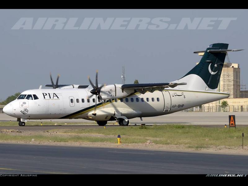 Пакистански самолет се разби с 47 души на борда