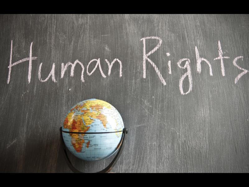 Трябва да съществуват и фундаментални права, които да важат за всеки един човек!