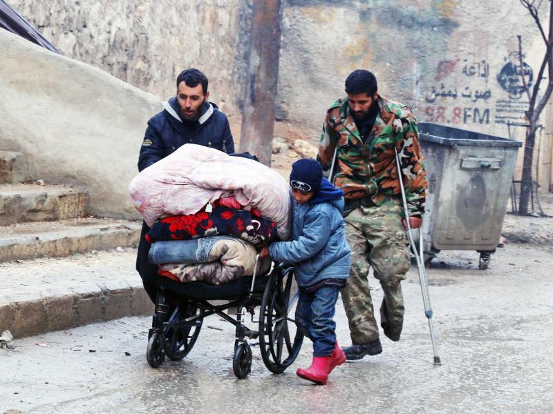 Започна евакуация на бунтовници и цивилни в Алепо