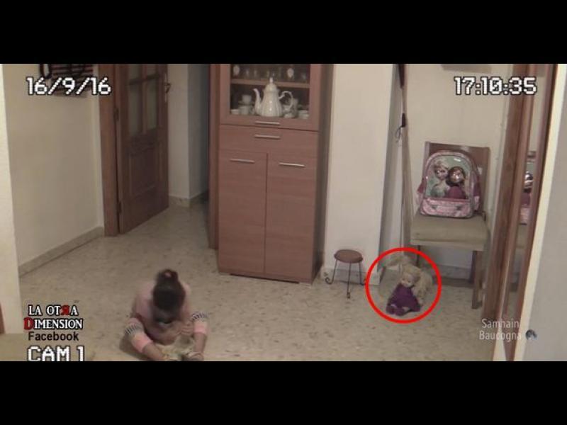 Зловещо! Домашна камера засне преследвано от духове дете