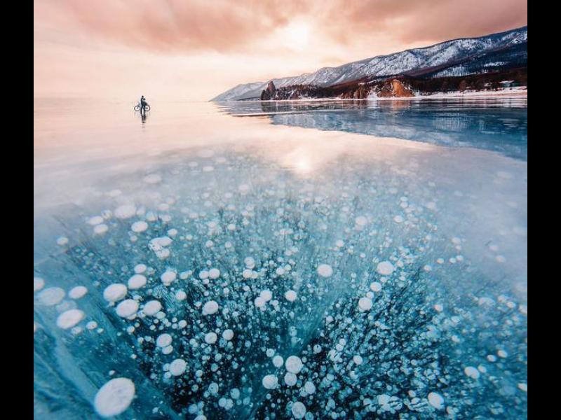 Вълнуваща разходка по замръзналото езеро Байкал /ГАЛЕРИЯ/