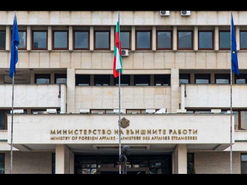 Разследват служители на Външно заради договори за самолетни билети и хотели