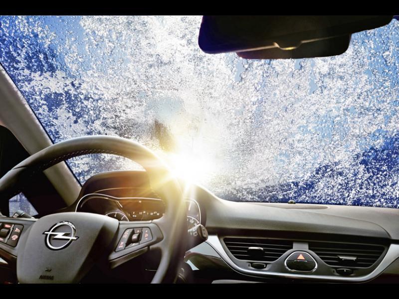 Възможно ли е бързо да изчистите запотените стъкла на колата /ВИДЕО/