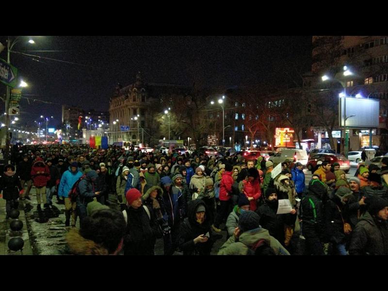 Хиляди румънци на протест срещу помилването на затворници