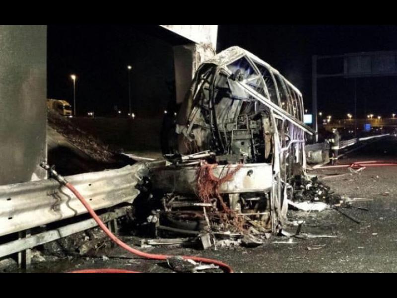 16 деца загинаха при катастрофа с автобус в Италия