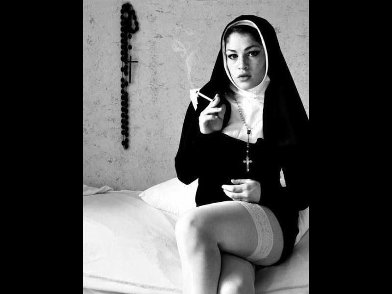 Поп организирал секс оргии в църквата