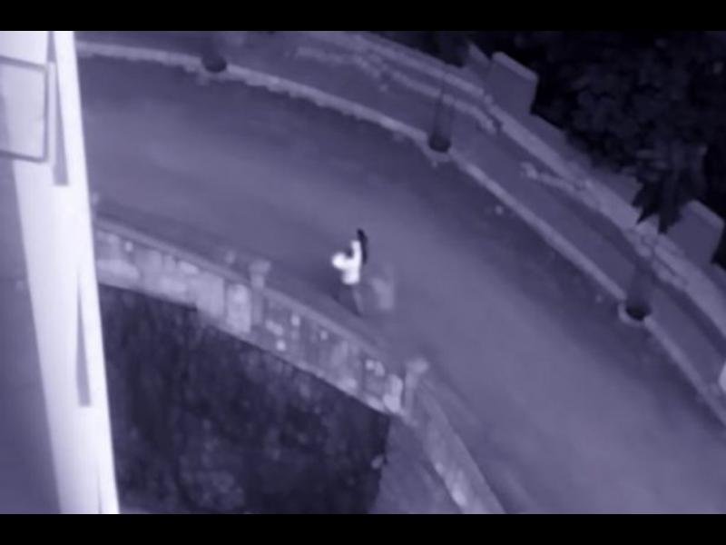 Наематели се оплакаха от призрачно присъствие в дома им. Вижте какво уловиха охранителните камери!