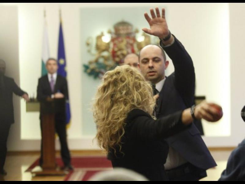 Гнили ябълки по българската демокрация...