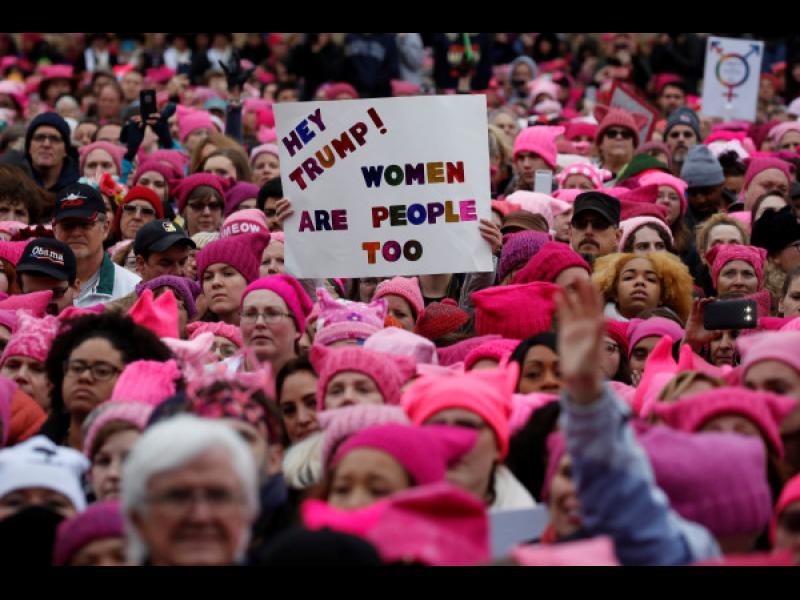 """Стотици хиляди от цял свят се включиха в """"Женски марш"""" срещу Доналд Тръмп"""