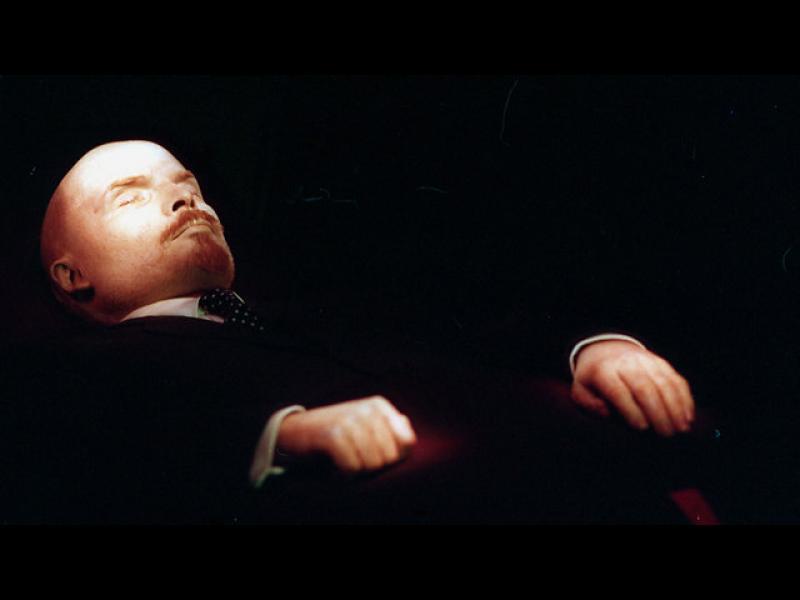 Ленин ще получи нов костюм за юбилея на Октомврийската революция