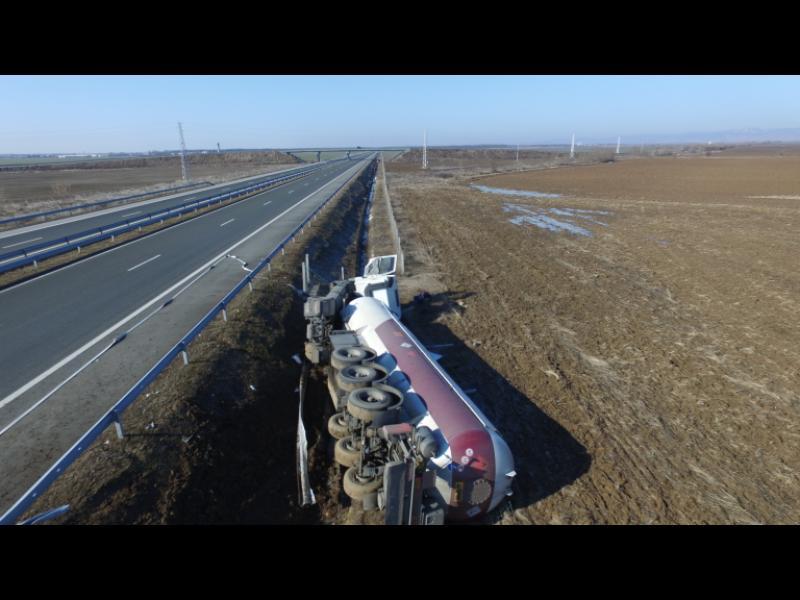 Цистерна с пропан-бутан се преобърна и затвори магистрала Тракия