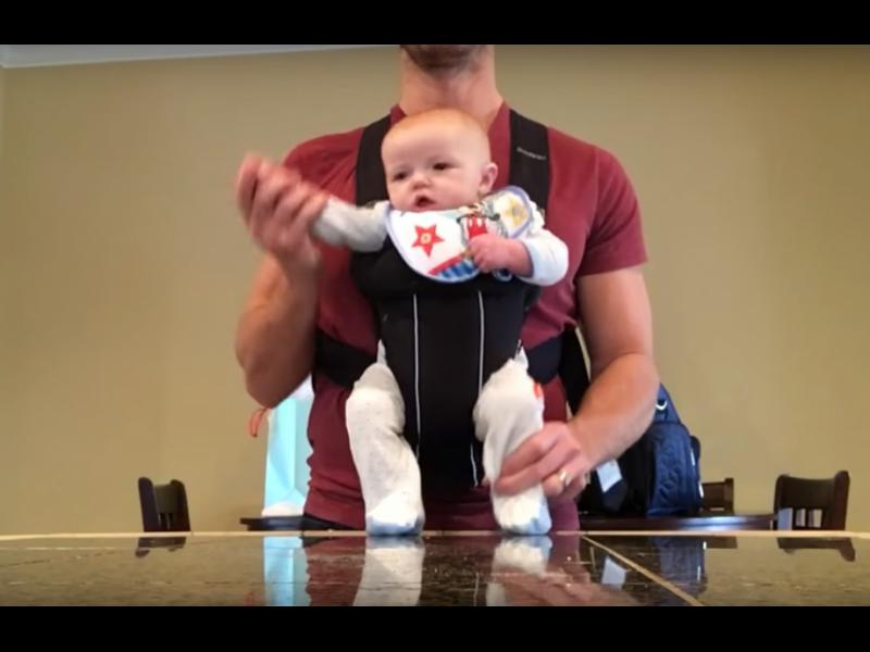 Бебе в кенгуру танцува на Майкъл Джексън /ВИДЕО/