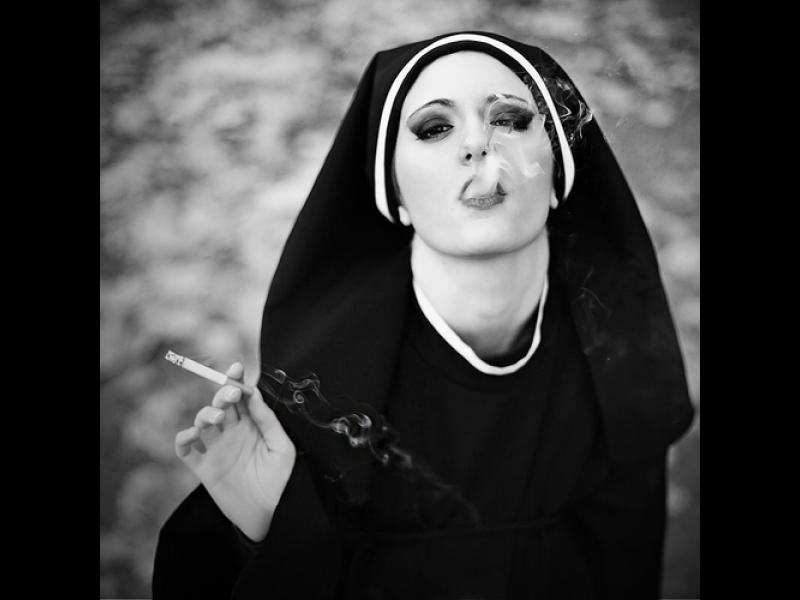 Девет монахини забременяха, след като приютиха бежанци в манастир