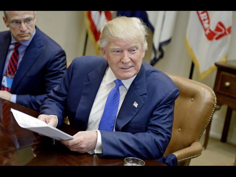 Нов имиграционен указ на Тръмп идва до дни