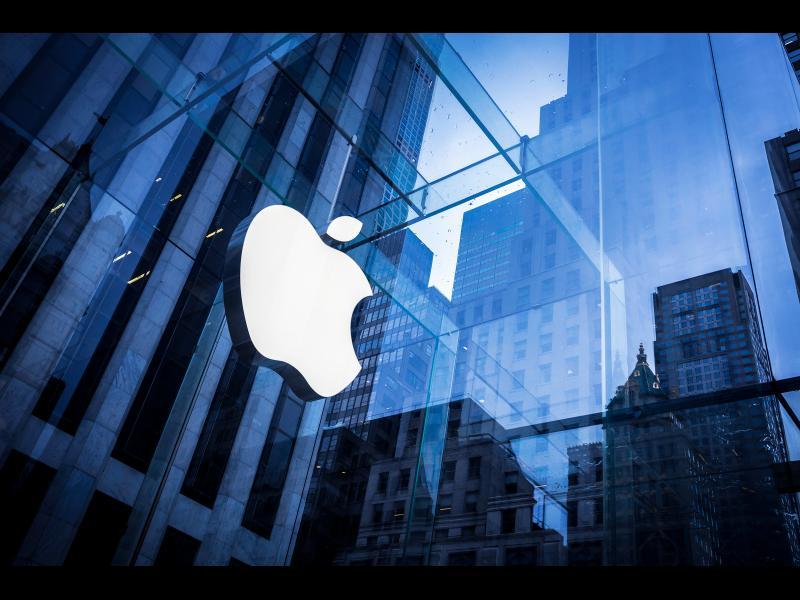 Хакери заплашват да изтрият информацията от милиони iPhone и искат откуп от Apple