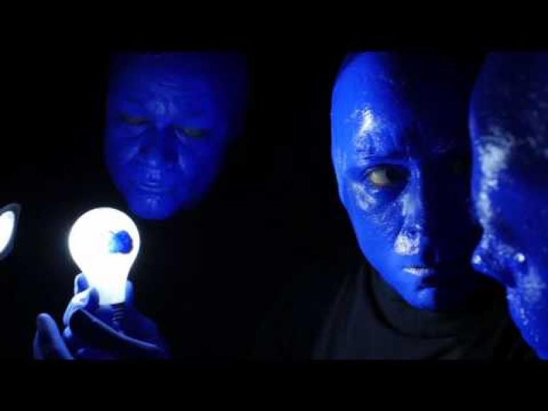 Ден, осветен в синьо