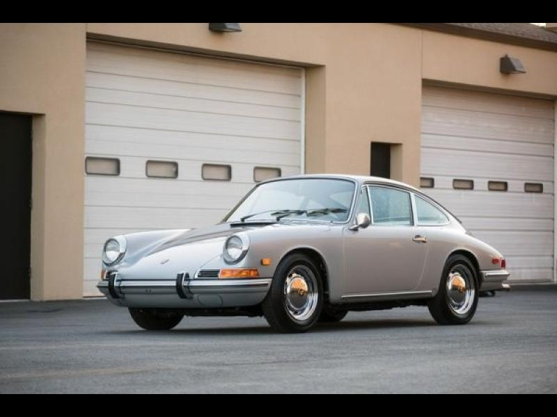 Защо това старо Porsche 911 е толкова скъпо?