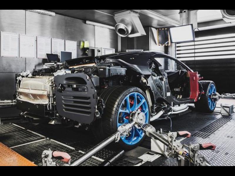 Как се тества Bugatti Chiron за издържливост /ВИДЕО/ - картинка 1