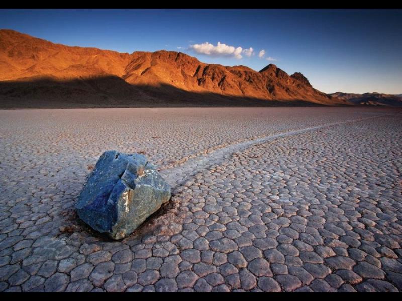Тайната на движещите се камъни в Долината на смъртта