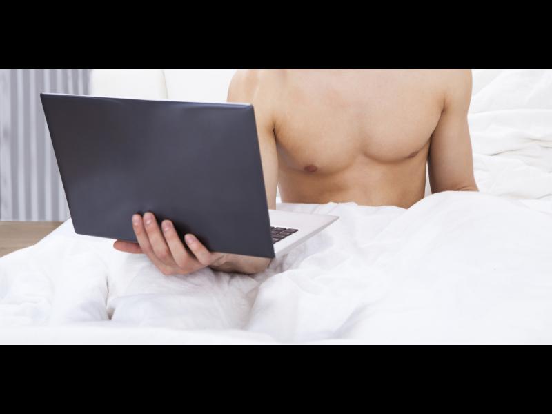 Защо мъжете гледат порно?