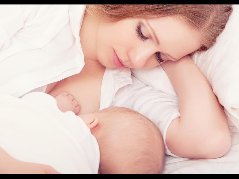Най-популярните митове за кърменето