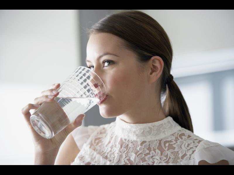 7 причини да пиете топла вода всяка сутрин