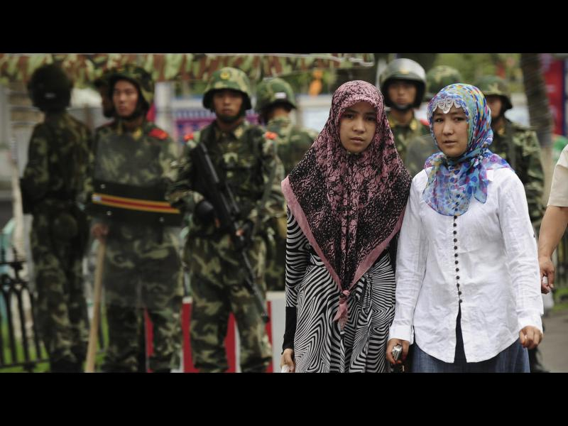 Китай се бори с радикалния ислям: Тотално видео наблюдение, забрана за бради и забрадки