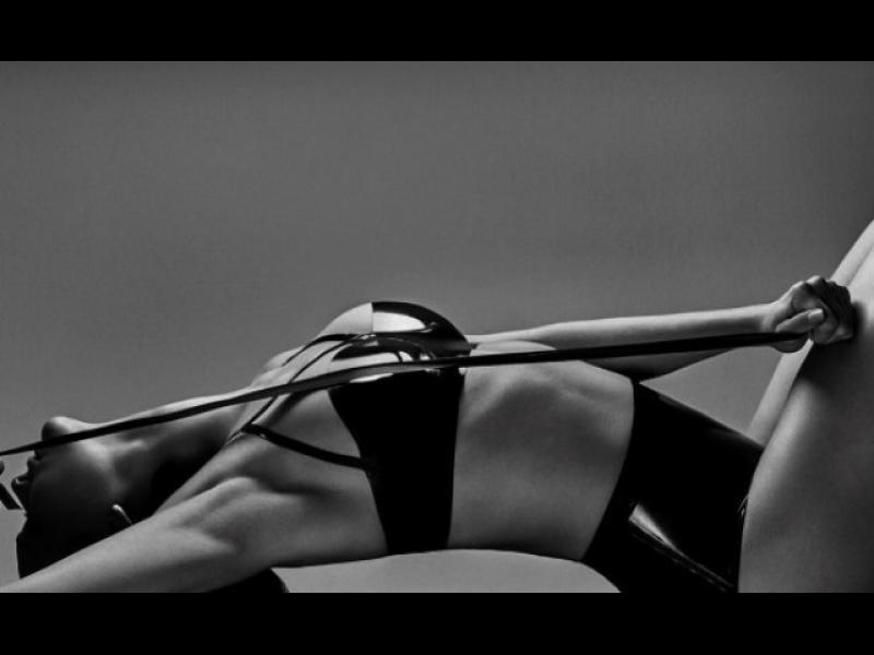 Памела Андерсън се завърна - в реклама на бельо /СНИМКИ/