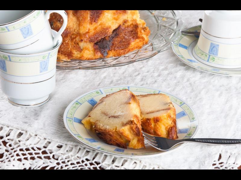 Манджите на баба: Сладкиш от сух козунак - картинка 1