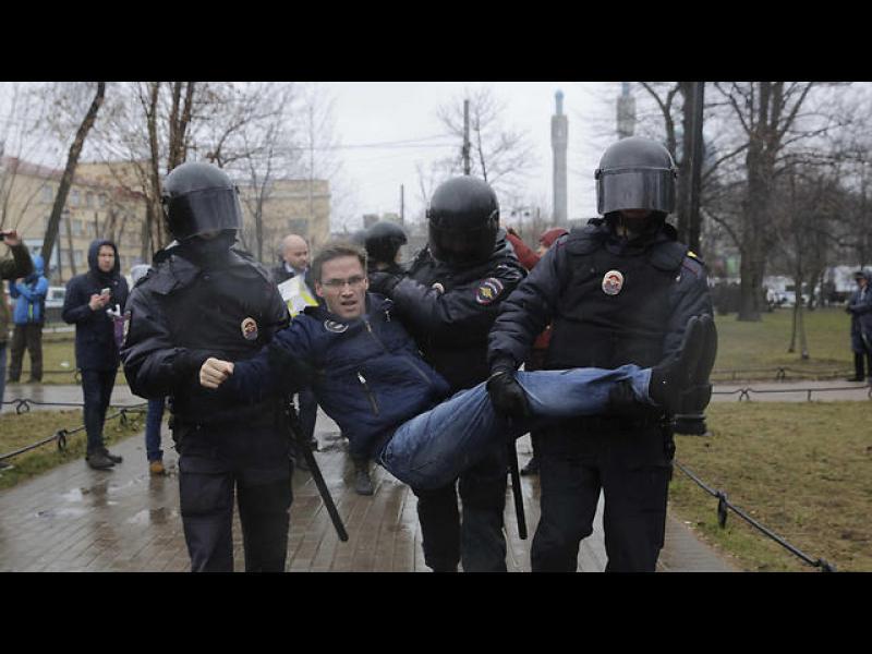 Хиляди излязоха на протест срещу Путин в Русия, десетки арестувани