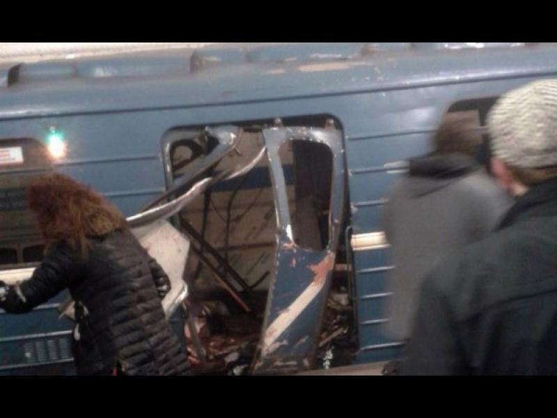 Най-малко 10 жертви при взривове в метрото в Санкт Петербург