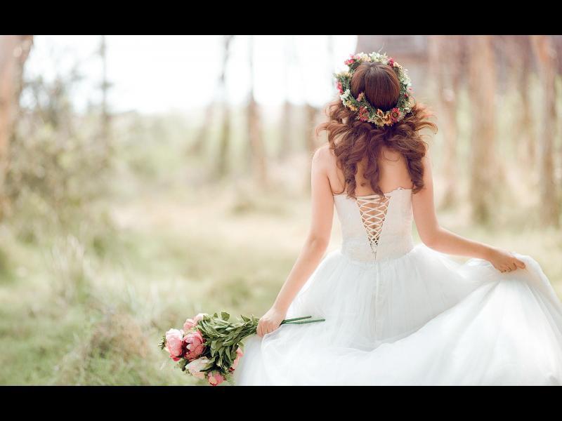 Тя не работи от 16 г. и иска данъкоплатците да платят сватбата й