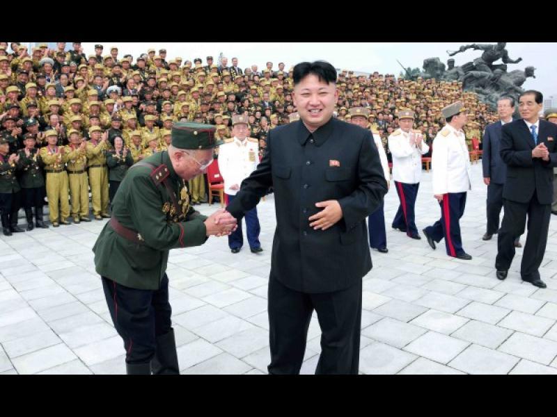Северна Корея провежда мащабни артилерийски учения