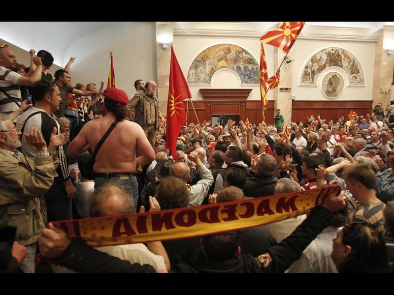Борисов се притеснява, Радев ни успокоява за Македония