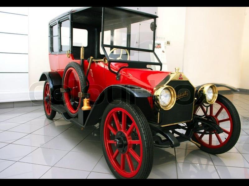 100-годишен хибрид? Mitsubishi набута технологиите от Outlander PHEV в първата си кола
