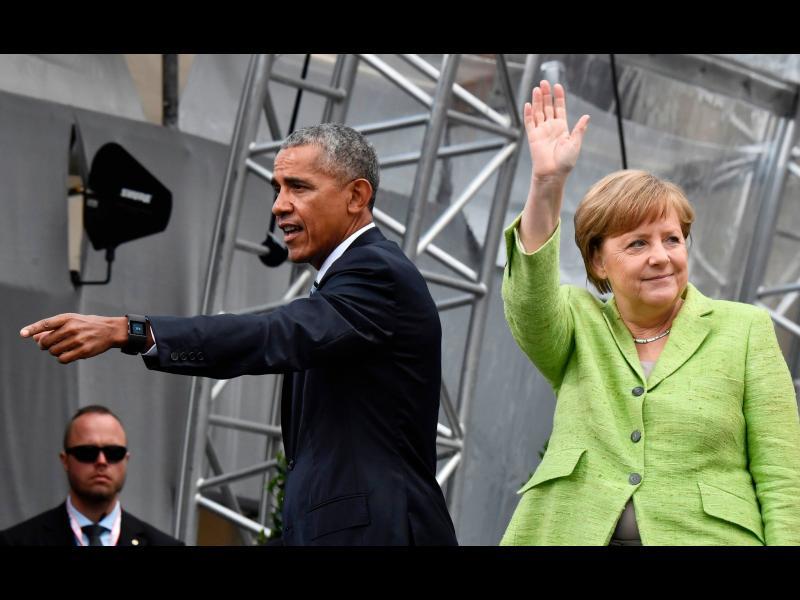 Тръмп и Обама бяха едновремено в Европа. И ги посрещнаха съвсем различно!