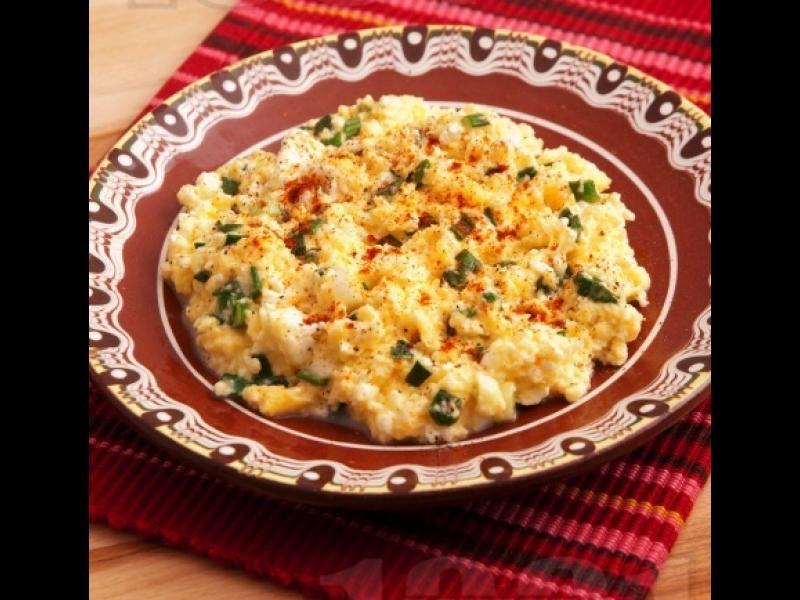 Манджите на баба: Бъркани яйца със зелен лук