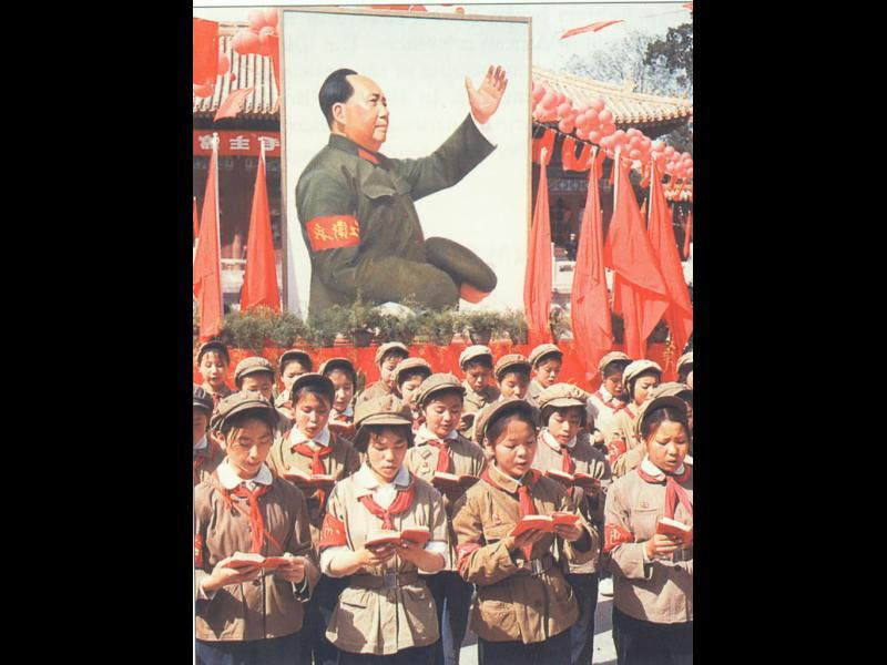 Културната революция в Китай - 2 милиона загиват за да е сигурен във властта си Мао - картинка 1