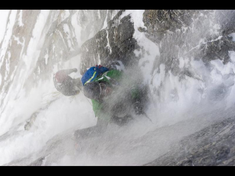 Трима алпинисти загинаха на Еверест, един е в неизвестност