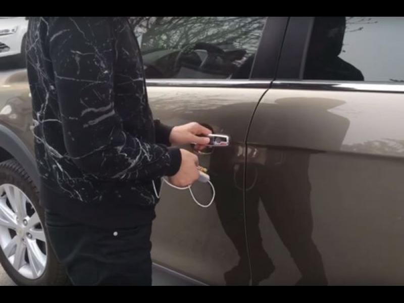 Как се краде кола с джаджа за 22 долара /ВИДЕО/
