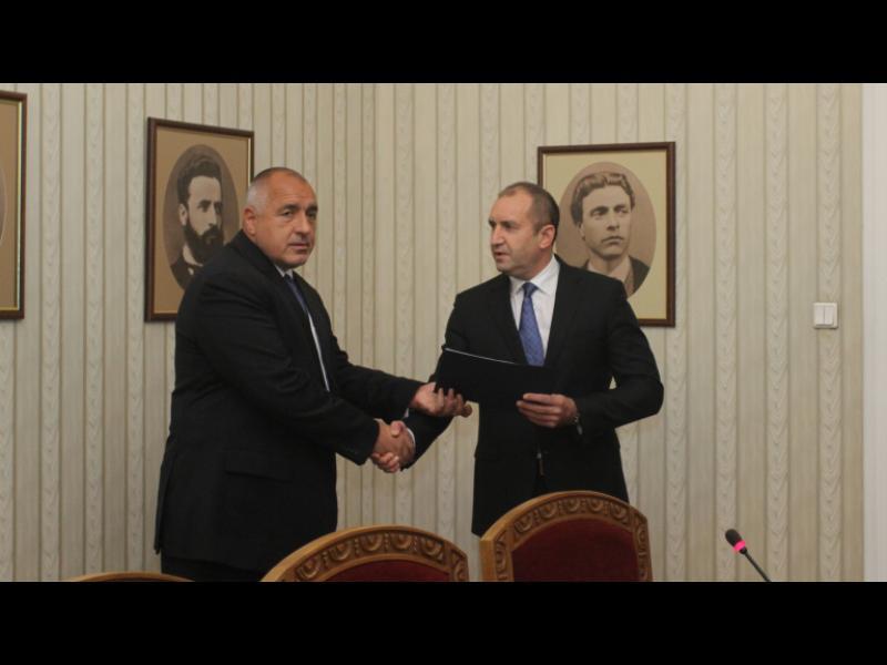 Борисов връчи на президента състава на правителството