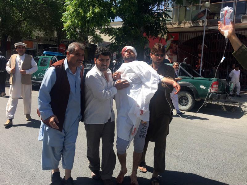 Най-малко 90 загинали и 400 ранени при атентата в Кабул
