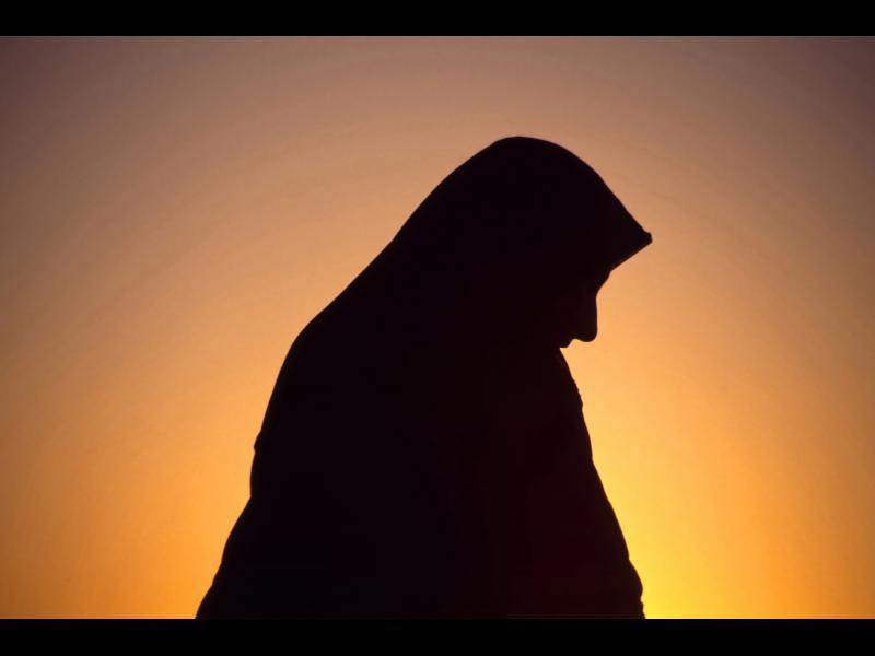 Иранска съпруга ще мие трупове заради изневяра