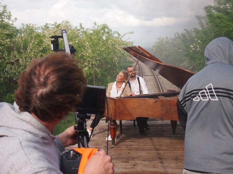 Летящият роял или епопеята на уникалния клип на Хилда Казасян /ВИДЕО+СНИМКИ/