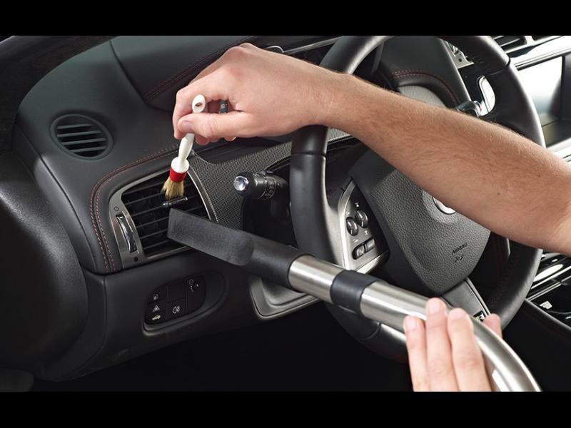 5 места в колата, които повечето хора не чистят достатъчно