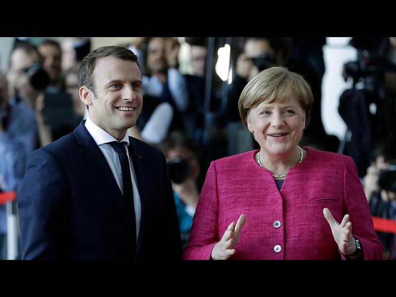 Меркел и Макрон: Eвродоговорите може да бъдат променени