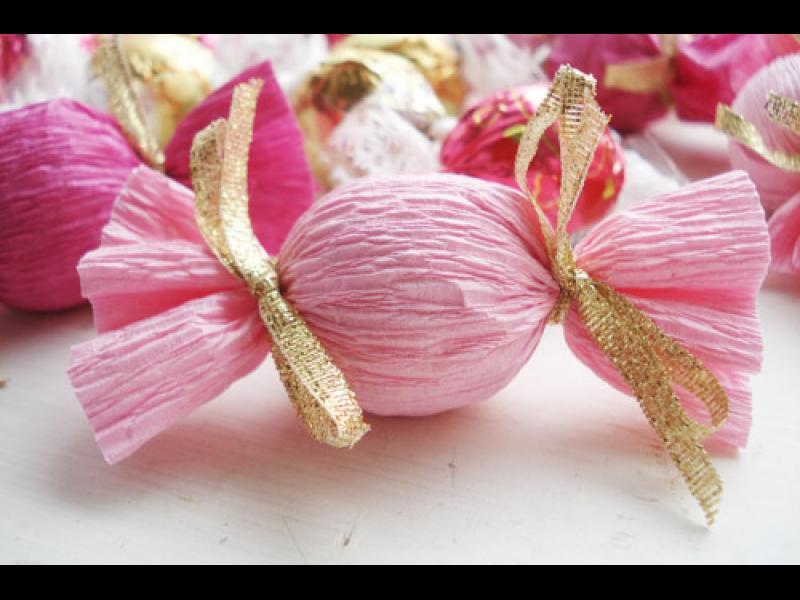 Да превърнеш обвивките на бонбони в рокля /СНИМКИ/