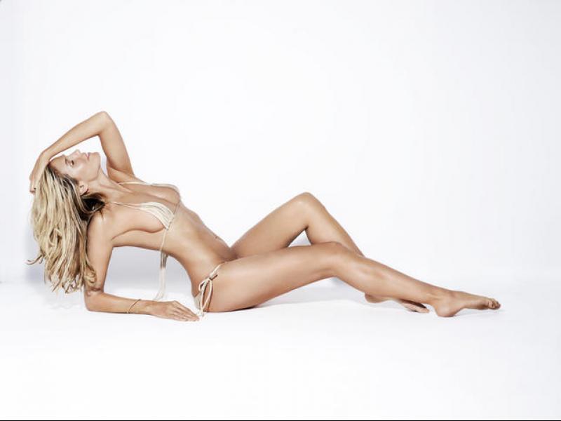 Хайди Клум с изкушаващи голи снимки