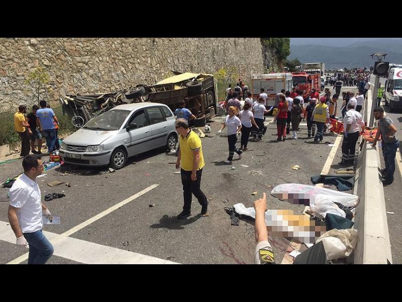 Най-малко 23 жерви при тежка катастрофа с автобус в Турция
