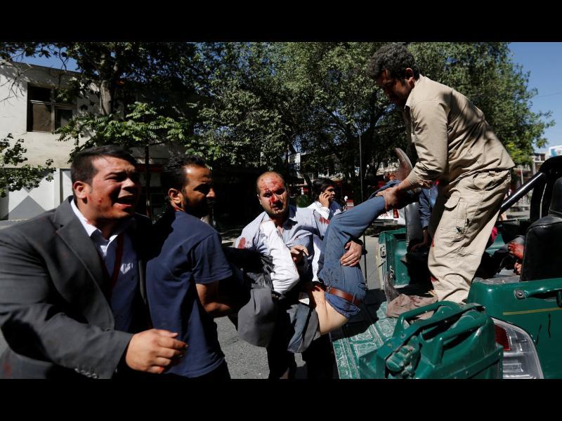 Кола бомба избухна на метри от българското посолство в Кабул